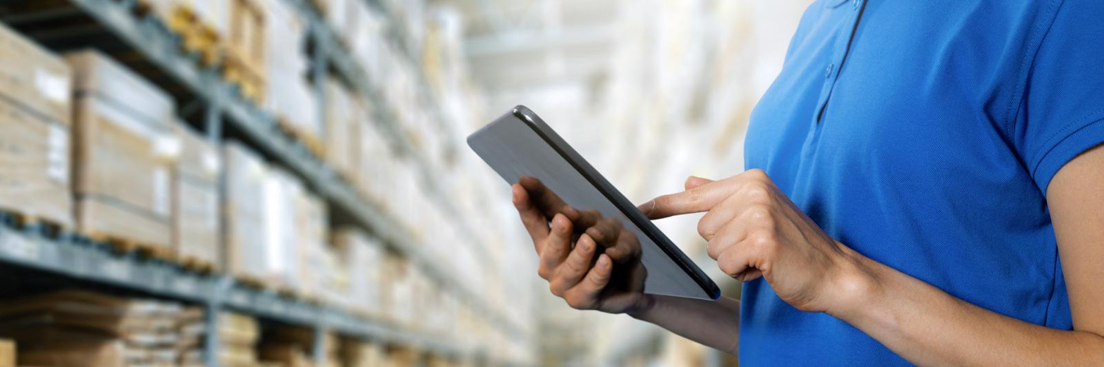 logistics service, warehouse management and inventory concept :: Foto © ronstik / Adobe Stock